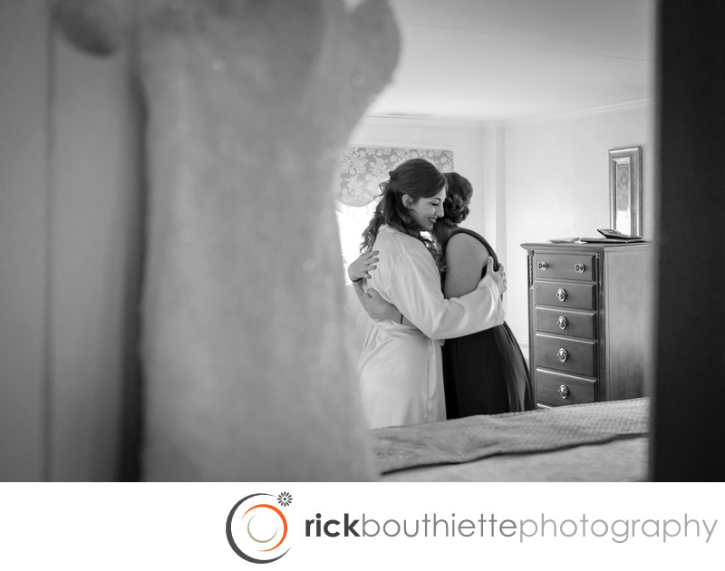 BRIDE AND HER SISTER - BEDFORD VILLAGE INN WEDDING