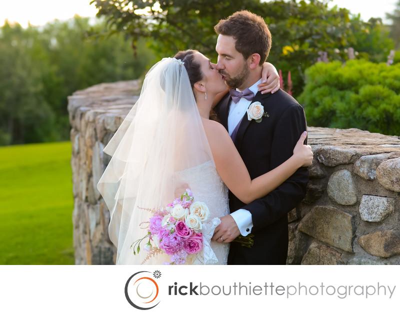 MOUNTAIN VIEW GRAND RESORT WEDDING - PASSIONATE KISS