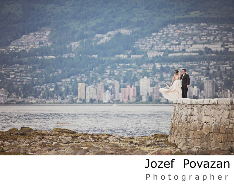 Romantic Stanley park sea wall bride groom pictures