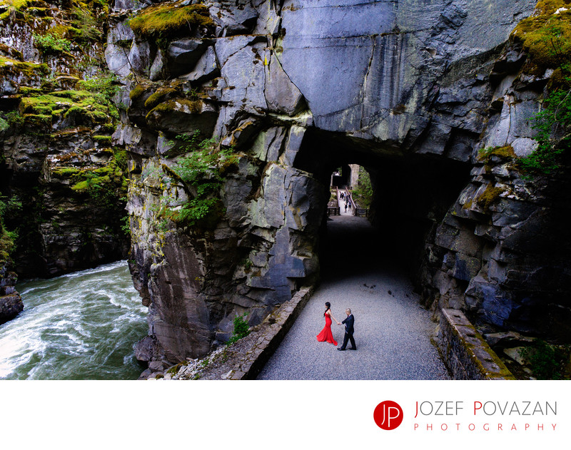 Othello Tunnels Engagement Red Dress Pre Wedding shoot