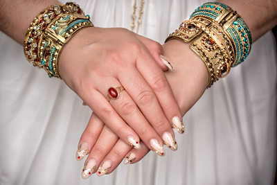 egyptian bride wearing braclets