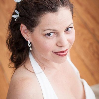 bride at Laurel Lake Vineyards