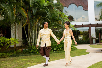 Shangri-La Hotel Garden Wedding Portrait