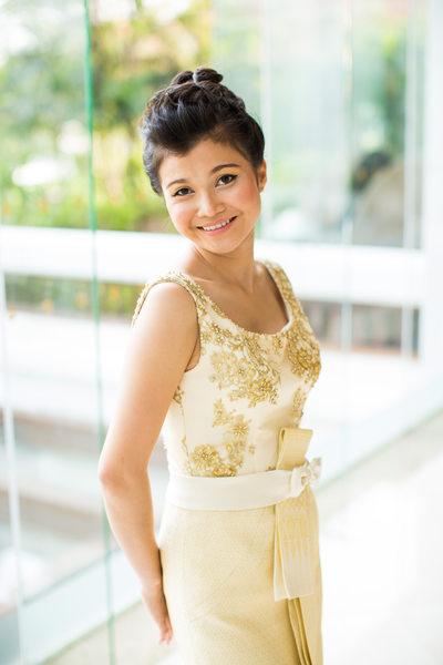 Bridal Portrait in Gold Traditional Thai Wedding Dress