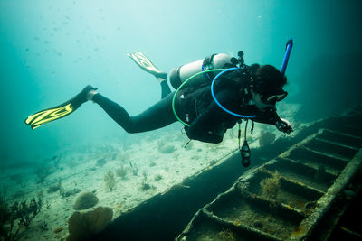 underwater scuba photographer wreckdive