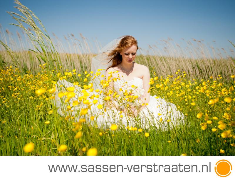 Bloemenweide en bruidfotografie in Twisk