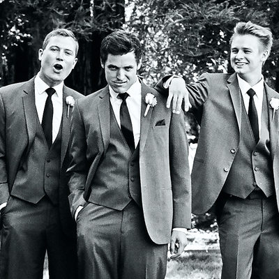 Funny picture of groom with groomsmen
