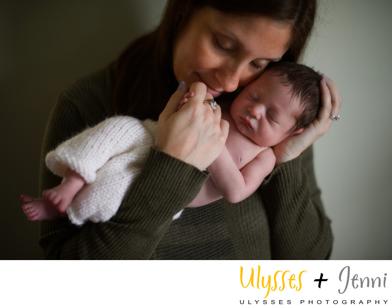 MOM AND NEWBORN PORTRAITS IN THE HUDSON VALLEY