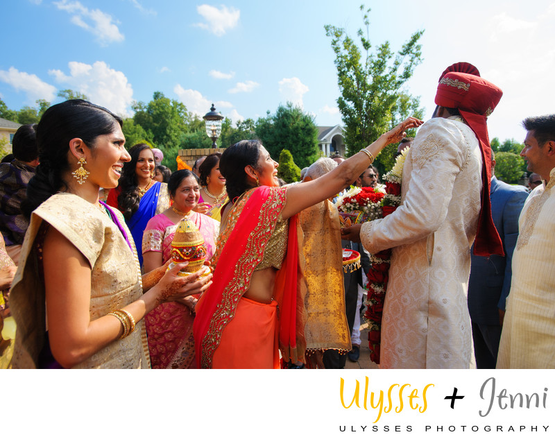 INDIAN GROOM CEREMONY FUN  - ULYSSES PHOTOGRAPHY