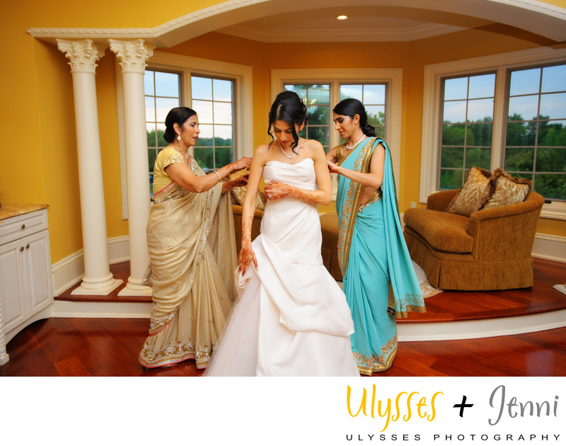 INDIAN BRIDE WITH MOM AND SISTER ASSISTING - ULYSSES PHOTOGRAPHY