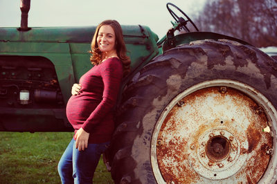 MATERNITY PHOTOS AT A FARM IN THE HUDSON VALLEY OF NY - ULYSSES PHOTOGRAPHY