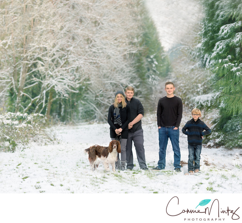 Family Pictures in the snow in Vancouver WA