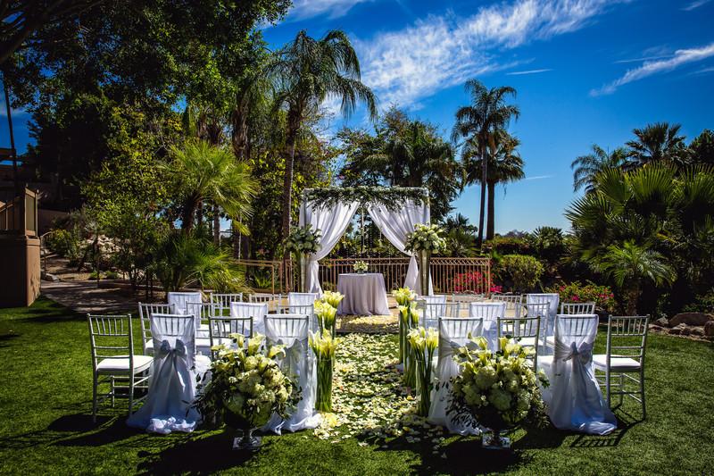 Outdoor Weddings at the Phoenician in Scottsdale Arizona - Best Phoenix Wedding Photographers - Ben and Kelly Photography