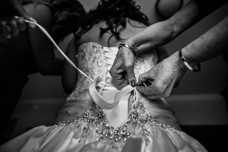 wedding dress lacing - Phoenix wedding photographer