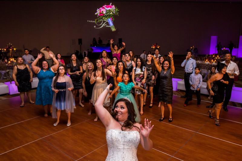 bouquet toss photo wedding in Phoenix Arizona