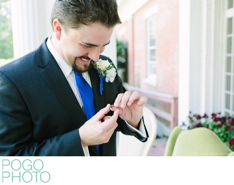 The Pogo Wedding: Steve reading a surprise inscription