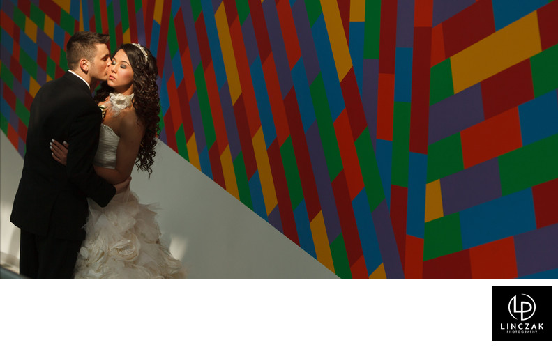 wedding photography at the akron art museum