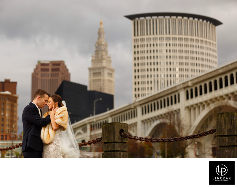 cleveland-skyline-wedding-photos