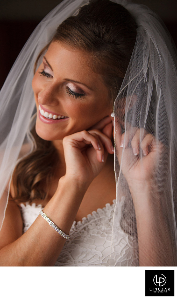 fun cleveland wedding photographer