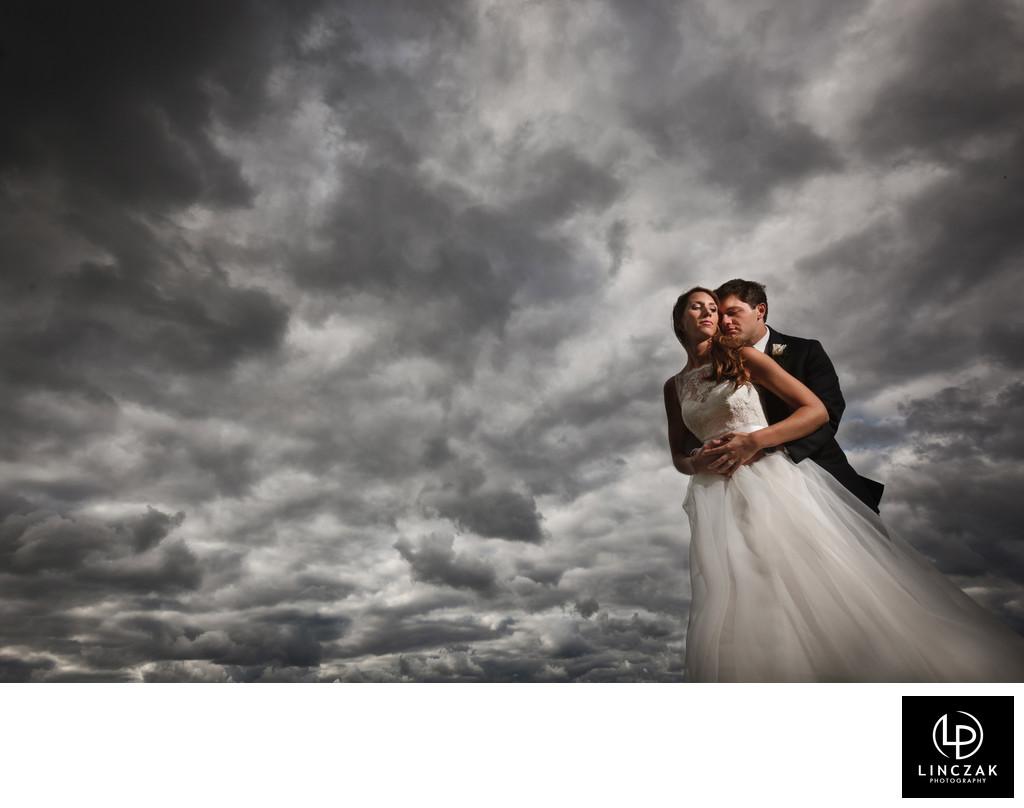 amazing cleveland sunset wedding photo