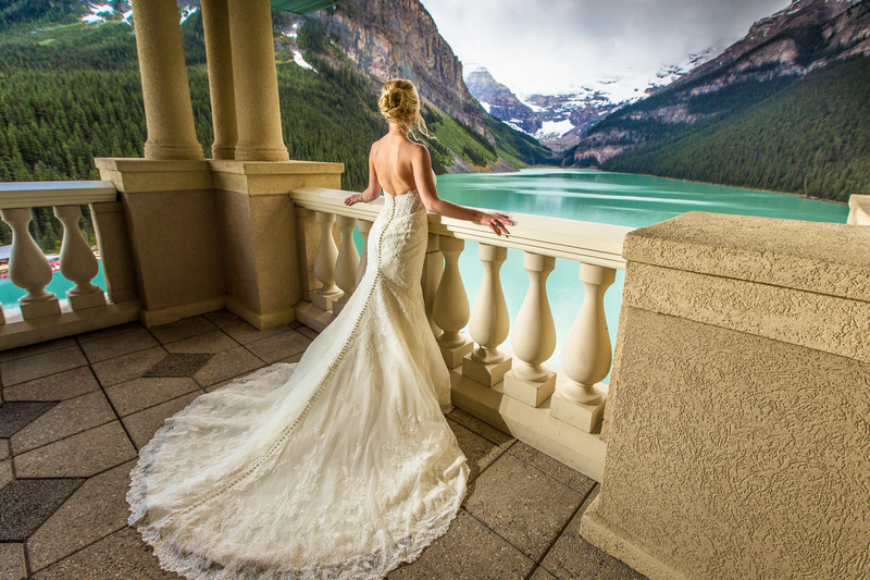 Calgary Wedding Photographers Chateau Lake Louise Photo