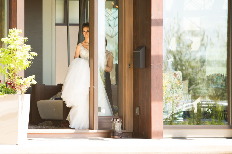 Bride Leaving Home to See Groom for First Look