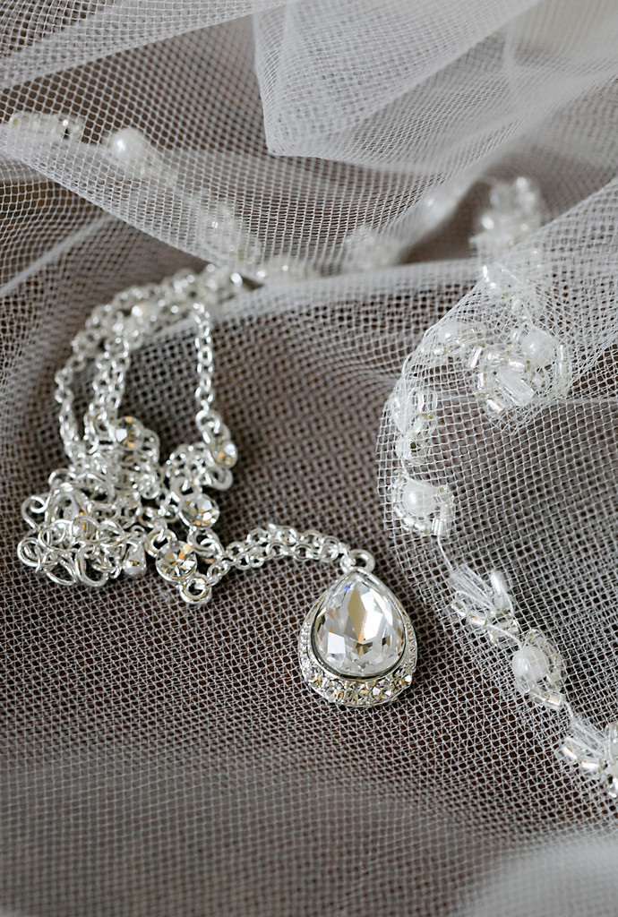 teardrop necklace - Raleigh Wedding Photographers