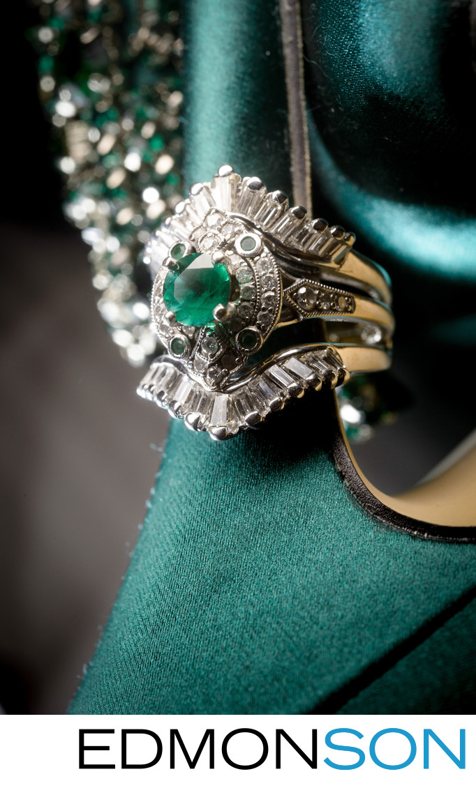 Beautiful Green Emerald Wedding Ring Detail