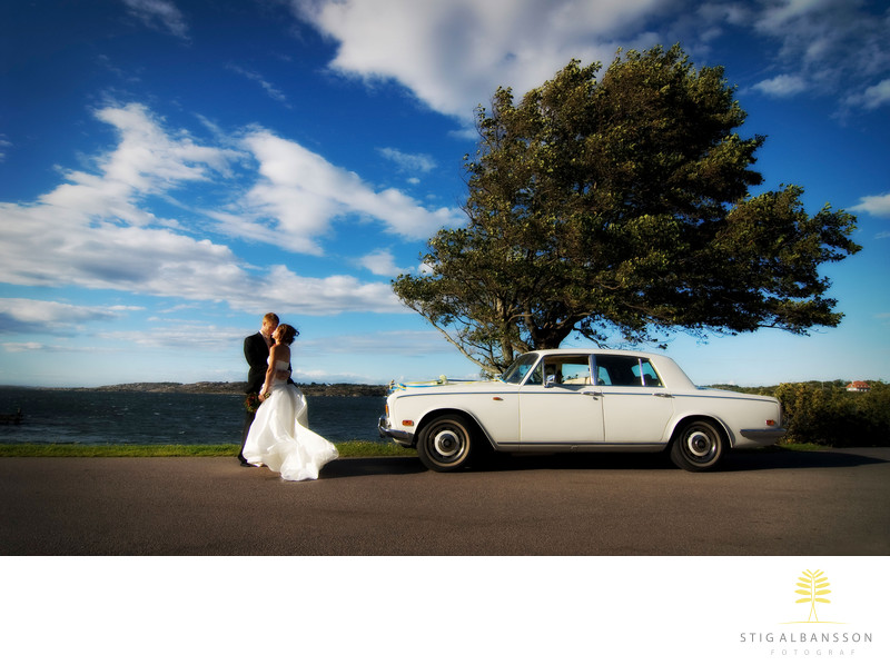 Hav Vind Brudpar Rolls Royce Träd Kyss Moln Blå himmel