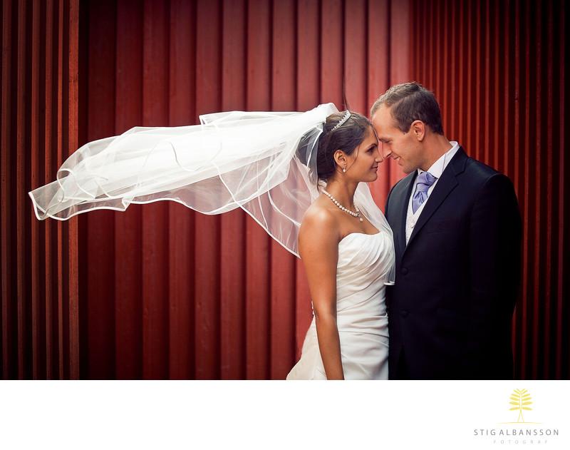 Bröllopsfotograf Skärhamn - Brudpar bland fiskebodar