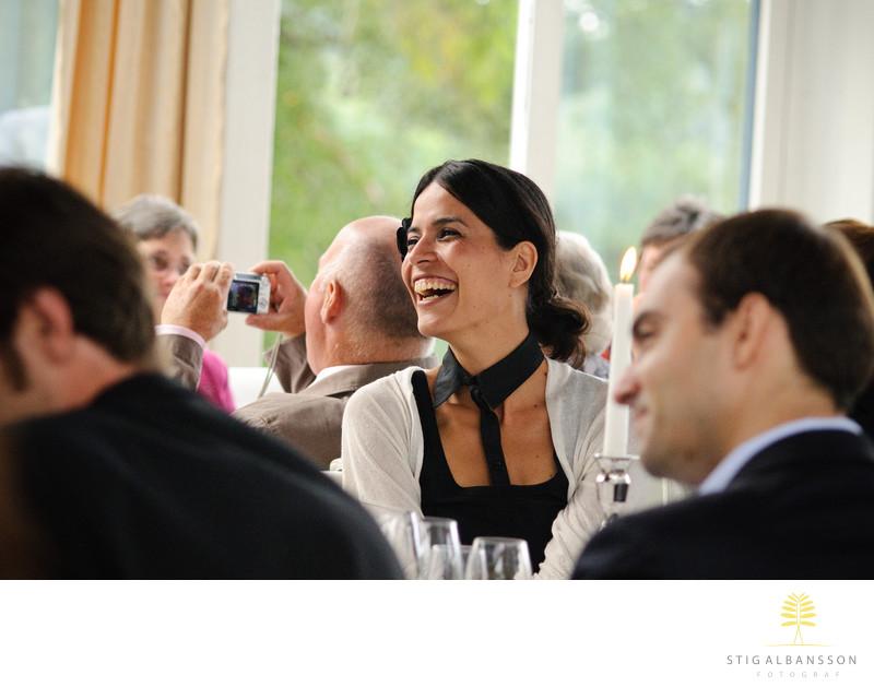 Glad reaktion på tal vid bröllopsmiddag på Hällsnäs