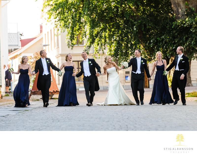 Bröllopsfotograf Marstrand, brudfölje med mycket glädje