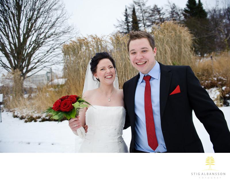 Glatt norskt brudpar fotograferas på Botaniska i Gbg
