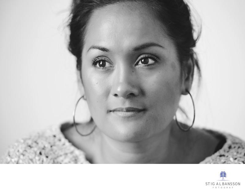Personligt porträtt av Dina i dagsljus