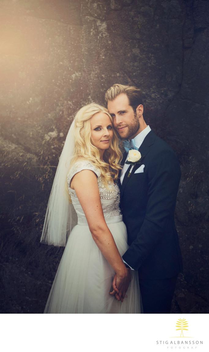 Romantiskt porträtt av brudpar - bröllop Fjällbacka