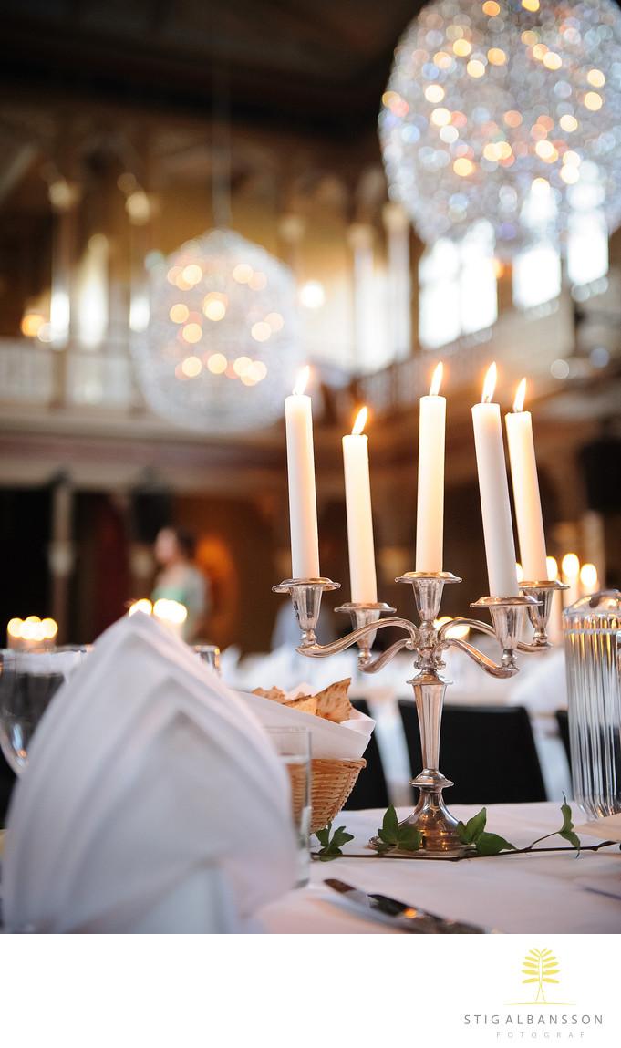 Ljusstakar på dukade bord på Societetshuset i Marstrand