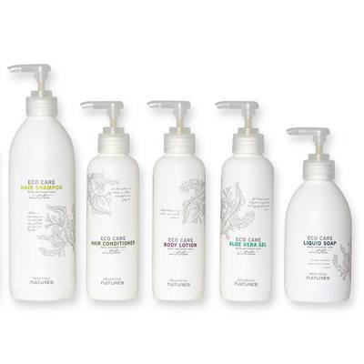 Sex vita flaskor med pump fotade i studio vit bakgrund