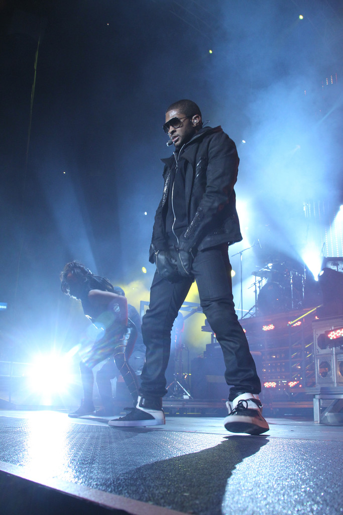 Usher performs on stage at 2014 Wango Tango