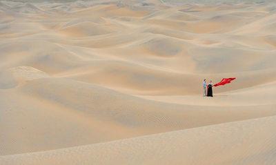 Desert Sand Dunes Styled Pre-Wedding Photo Session