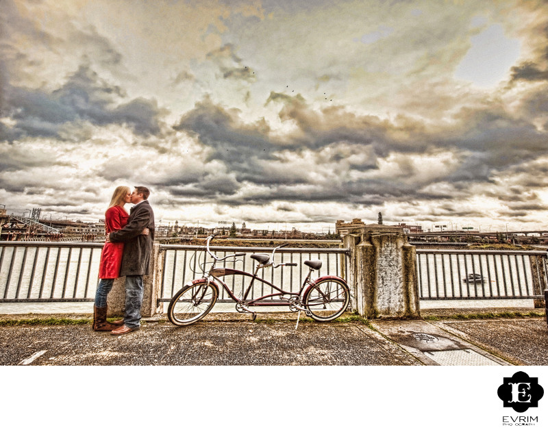 Water front engagement pictures in Portland