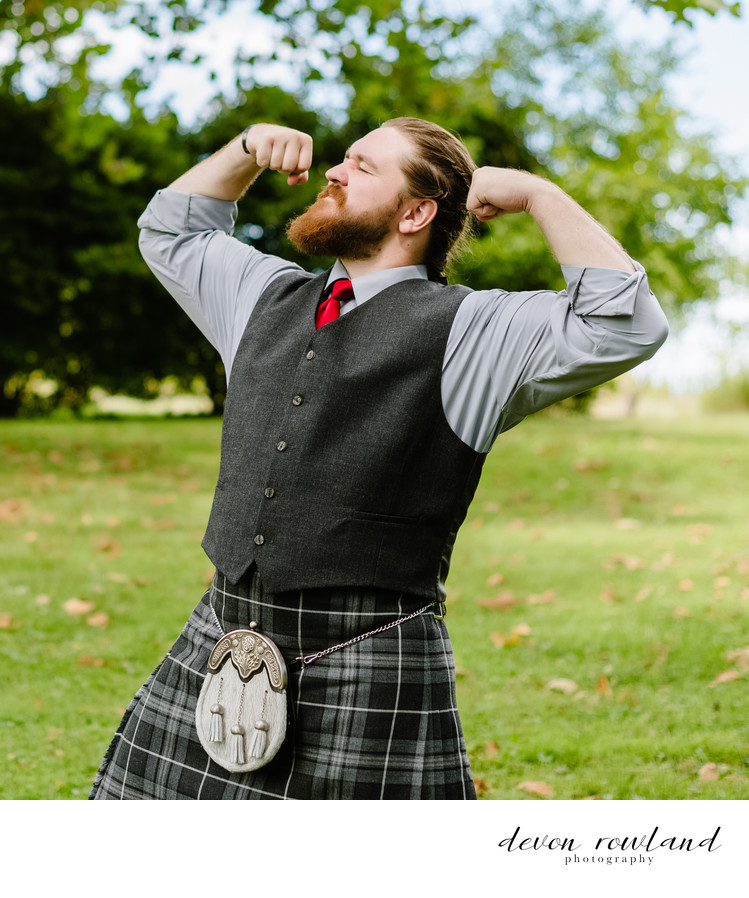Maryland Groom Power Poses in Kilt for MD Wedding Pic