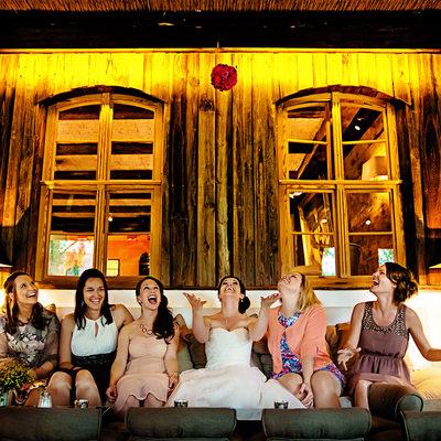 Braut und ihre Freundinnen