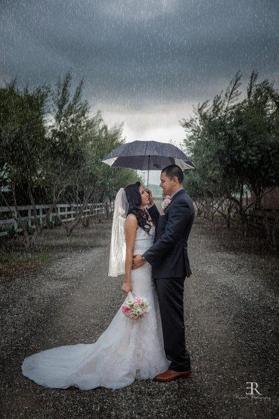 Rainy wedding photo Tracy California winery