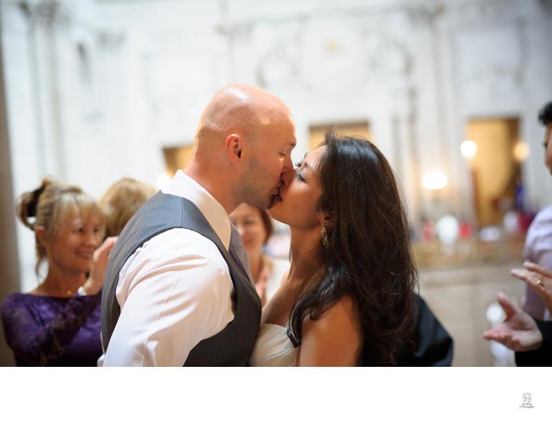 marriage kiss rotunda
