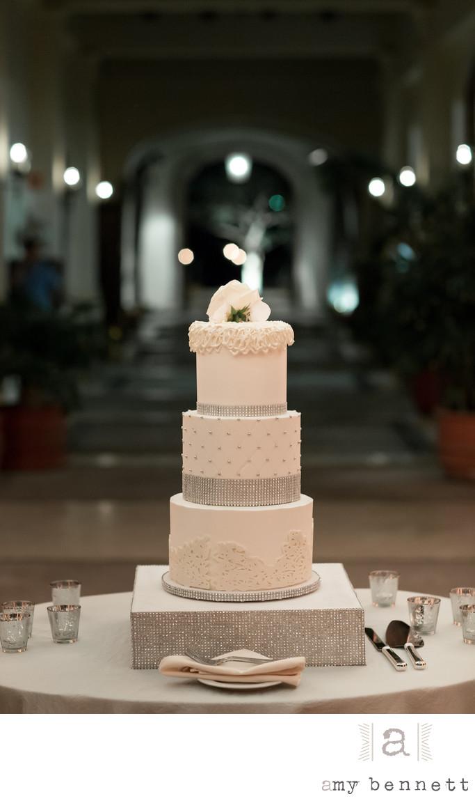 white detailed pipping on wedding cake