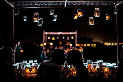 light up mason jars above kiss