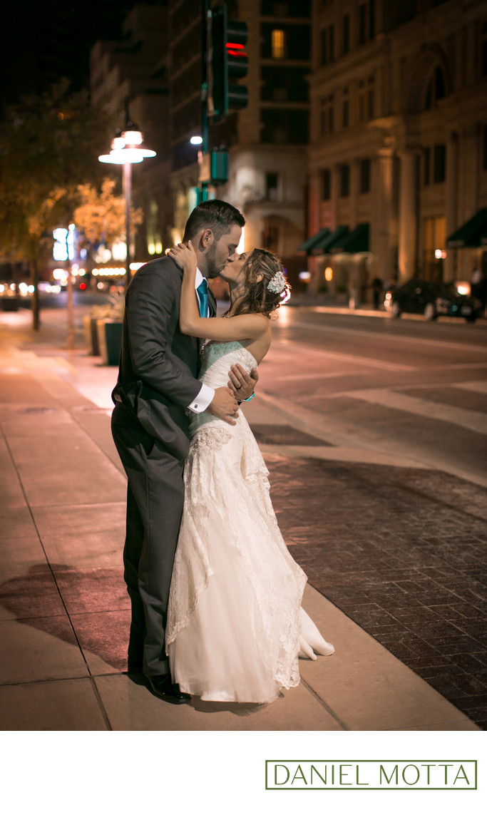 Dallas Photography of Couple Kissing at Magnolia Hotel