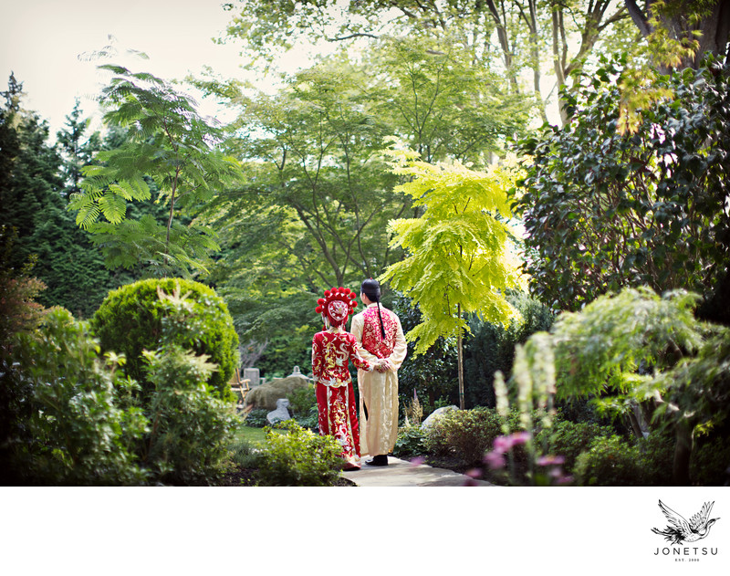 First look with traditional Chinese dress in garden