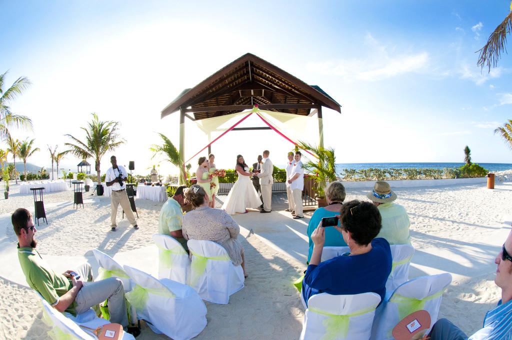 A DESTINATION WEDDING CEREMONY IN JAMAICA