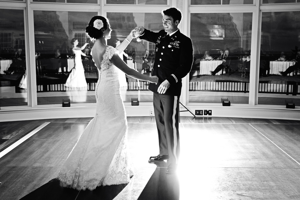 Maine wedding photographer enjoys the first dance at Point Lookout Resort